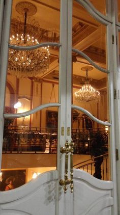 (̏◕◊◕)̋ Le Pavillion Hotel doors New Orleans 2010 byA.Romig