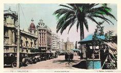 1.929 Actual Plaza del Ayuntamiento con los particulares puestos de venta de Flores (L. Roisin)