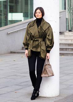 50 Minimalist Fashion Outfits to Copy This Season Grey Fashion, Minimal Fashion, Autumn Fashion, Fashion Outfits, Women's Fashion, Light Grey Suits, Minimalist Wardrobe, Minimalist Outfits, Minimalist Style