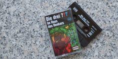 """Die brandneue #DieDreiFragezeichen Folge gibt es nun auch bei uns in der #kassettenbox. """"Im Haus des Henkers"""" ist unserer Meinung nach ein klassischer Fall mit viel Witz und einer guten Portion Spannung!"""