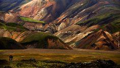 Islandia, belleza salvaje | La ruta de Landmannalaugar a Pórsmörk, que discurre entre montañas multicolores de riolita es una de las caminatas más espectaculares de Islandia y del mundo.