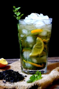 Mojito z zieloną herbatą . Cocktails, Party Drinks, Alcoholic Drinks, Beverages, Healthy Diet Recipes, Healthy Detox, Coconut Curry Soup, Mojito, Detox Tea