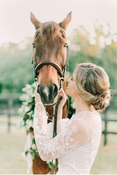 These horse bridal portraits are stunning! We also love the bride's braided hairstyle and lace wedding dress for her outdoor farm celebration. Dog Wedding, Dream Wedding, Dog Wear, Bridal Shoot, Wedding Photoshoot, Bridal Portraits, Wedding Pictures, Horse Wedding Photos, Horse Photos