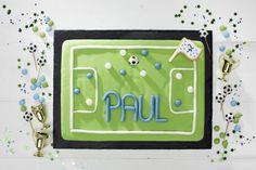 Fußballfeldkuchen! Der Hit auf der Fußballparty! Rezept und Backform gibt es bei Tambini.de  Foto & Styling: Thordis Rüggeberg, Foodproduktion: Sarah-Christine Brandt