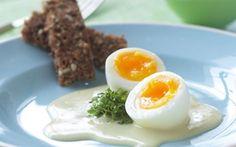 Skidne æg En skøn ret, som smager af påske! Den kan fx indgå som én af flere retter til påskefrokosten.