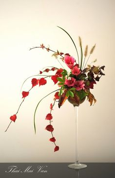 "Style libre ""Jiyuka"" - Art floral Ikebana Lovely mantle or buffet design.lr"