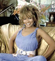 Tina Turner compie 80 anni: l'evoluzione della regina del Rock 'n' Roll Beautiful Women Over 40, Beautiful Celebrities, Ike And Tina Turner, Errol Flynn, Vintage Black Glamour, Orange Bikini, Sexy Older Women, Music Albums, Female Singers
