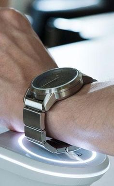 The Sony Wena Wrist looks like a classic watch but it packs the capabilities of a smart watch