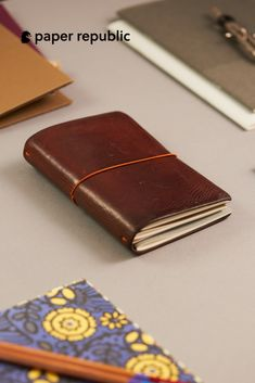 ToiM Retro Soft PU Leather Cover Loose-Leaf Journals Travelers Notebook Leather Writing Journal Notebook Sketchbook Refilled Paper