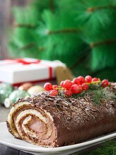 Χριστουγεννιάτικος κορμός - www.olivemagazine.gr Christmas Goodies, Christmas Desserts, Mole, Home Bakery, Macaron Recipe, Christmas Cooking, Greek Recipes, Food To Make, Food Porn