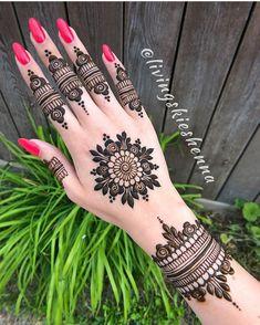 Stunning mandala henna by mehendi хна, мехенди, тату. Henna Hand Designs, Dulhan Mehndi Designs, Mehandi Designs, Round Mehndi Design, Henna Flower Designs, Modern Henna Designs, Mehndi Designs For Girls, Mehndi Design Photos, Wedding Mehndi Designs