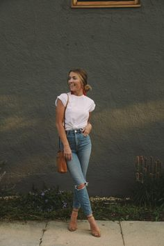 Women Jeans Outfit Cropped Chinos Knee Ripped Jeans Mens Linen Shorts Women Side Stripe Trousers Women'S Cargo Pants With Pockets Jeans And Heels Outfit – gladiolusrlily Casual Bar Outfits, Casual Chic, Sporty Chic, Mode Outfits, Jean Outfits, Fashion Outfits, Womens Fashion, Fashion Story, Fashion Trends