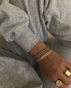 chain bracelet obsessed with this gold jewelry combo. gold chain bracelet and chunky rings - jewelry trends with this gold jewelry combo. gold chain bracelet and chunky rings - jewelry trends 2019 Solid Gold Jewelry, Dainty Jewelry, Cute Jewelry, Diamond Jewelry, Jewelry Accessories, Women Jewelry, Fashion Jewelry, Jewelry Rings, Silver Jewelry