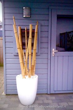24 ideas for decorative bamboo poles - How bamboo is used in the room? Bamboo Sticks Decor, Home Office Decor, Diy Home Decor, Bamboo Construction, Bamboo Poles, Bamboo Crafts, Outdoor Restaurant, Asian Decor, Home Decor Furniture