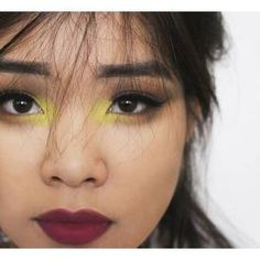 So I tried to play with yellow eyeshadow... For some reason, it turned out more green than yellow, but it's oki. The yellow color's from @bhcosmetics 88 matte palette. From a fresh swatch, it's pretty colorless (...), but on that base it's pretty bomb (!)