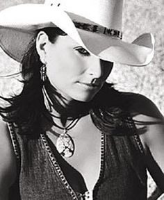 Terri Clark - Walking After Midnight… Country Female Singers, Country Music Artists, Country Music Stars, American Folk Music, American Girl, Walking After Midnight, Rebel Outfit, Women Of Rock, Ranger