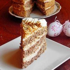 Cake with caramelized walnuts and mascarpone cream Lebanese Desserts, Romanian Desserts, Romanian Food, Gourmet Cakes, Food Cakes, Cupcake Cakes, Cupcakes, Sweet Recipes, Cake Recipes