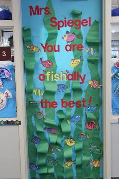 Four Marrs and One Venus: Teacher Appreciation: 20 Ideas for decorating classroo. - Four Marrs and One Venus: Teacher Appreciation: 20 Ideas for decorating classroom doors - Classroom Images, Classroom Door, Classroom Themes, Teacher Appreciation Week, Teacher Gifts, Teacher Door Decorations, Teacher Doors, School Doors, Venus