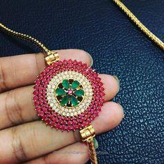 Thaali mugappu Jewelry Design Earrings, Gold Jewellery Design, Gold Jewelry, Gold Bangles, Stylish Jewelry, Fashion Jewelry, Indian Jewelry Sets, India Jewelry, Gold Mangalsutra Designs