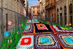 """Animammersa da IL RAMO D'ORO """"Urban Knitting - Guerrilla Knitting - Yarn Bombing"""" https://ilramodoro-katyasanna.blogspot.it/2014/05/urban-knitting-guerrilla-knitting-yarn.html"""