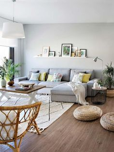 5 Ways To Style Your Modern Living Room For The Holidays 5 Ways To Style Your Modern Living Room For The Holidays Teri Nagyova nagyteri Nappali A new year is coming […] for home living room color trends Living Room Colors, Living Room Modern, Home Living Room, Apartment Living, Interior Design Living Room, Living Room Designs, Cozy Living, Living Area, Apartment Ideas