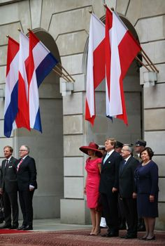 Minister of Foreign Affairs Frans Timmermans, Queen Maxima, King Willem-Alexander, President Bronislaw Komorowski and his wife Anna (left to right) during the welcoming ceremony at the Presidential Palace. - Royal House - Los Angeles Times