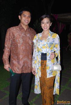 Dian, wearing clasic kutu baru