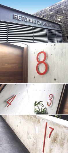 Proyecto Integral de señalización para el conjunto residencial RETORNO DE LOMA LARGA 25… Aplicaciones en placa de aluminio pulida para el letrero exterior y en esmalte naranja para los interiores.  Nomenclatura de casa para LOMA LARGA, propuesta fabricada en placa de aluminio routeada con acabado en esmalte color naranja. Instalación con perno flotado a muro.