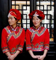 Tribal Costume, Tribal Dress, Folk Costume, Costume Ethnique, Beauty Around The World, Wedding Costumes, Face Characters, People Of The World, Chinese Culture