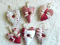 Lot 6 COEURS tissu rouge, décoratifs, noeuds