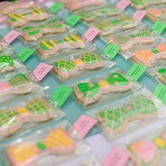 bow tie cookie escort cards