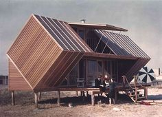 """The Hunt House, a vacation home designed by architect Andrew Geller in located on Fire Island Nicknamed the """"Box Kite"""" or the """"Milk… Architecture Classique, Architecture Design, Green Architecture, Online Architecture, French Architecture, Crazy Home, Fire Island, Long Island, Boutique Homes"""