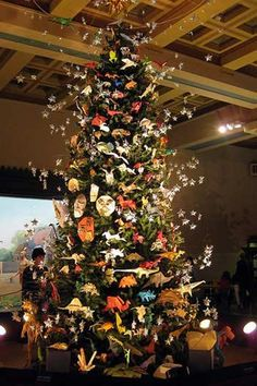 Here are 10 beautiful Christmas trees for some holiday inspiration Asian Christmas Trees, Origami Christmas Tree, Creative Christmas Trees, Natural Christmas, Holiday Tree, Christmas Love, Xmas Tree, Beautiful Christmas, Christmas Tree Decorations