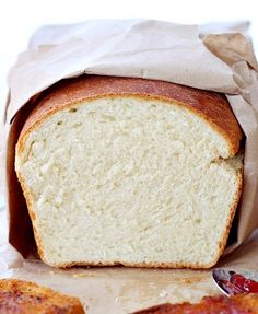 Pain de mie riche (lait, oeuf) - White sandwich bread – probably the simplest bread recipe, soft and fluffy, with a yellowish crumb and a chewy crust, this bread it perfect for Pb&J or any deli sandwiches and even for making French toast. Sandwich Bread Recipes, Bread Machine Recipes, Easy Bread Recipes, Cooking Recipes, Homemade Sandwich, Homemade Breads, Fresh Bread, Sweet Bread, 13 Desserts