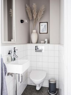 How to make the small bathroom feel bigger - 7 tips, How to make a small bathroom feel bigger - 7 compact living tips Wc Retro, Interior Minimalista, Small Toilet, Tiny Bathrooms, Bad Inspiration, Compact Living, Bathroom Toilets, Minimalist Bathroom, Bathroom Renovations
