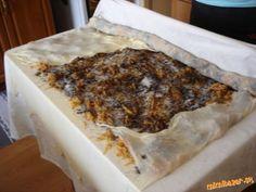 Ťahaná štrúdla jabĺkovo maková a jabĺkovo orechová | Mimibazar.sk Banana Bread, Desserts, Food, Tailgate Desserts, Deserts, Essen, Postres, Meals, Dessert