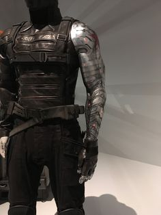 """leveragehunters: """" The Winter Soldier costume from the QGOMA MCU exhibit. The full set of exhibit photos (with lots of close up detail of the Cap uniforms! Winter Soldier Cosplay, Winter Soldier Bucky, Soldier Costume, Marvel And Dc Characters, Cute Cat Wallpaper, Superhero Design, Cosplay Diy, Super Hero Costumes, Character Outfits"""