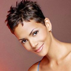 Pictures of Pixie Haircuts; Get inspiration from Halle Berry short hairstyle original hair color pics ideas. Haircut For Older Women, Haircuts For Fine Hair, Short Pixie Haircuts, Pixie Hairstyles, Short Hairstyles For Women, Wedding Hairstyles, Short Hair With Layers, Short Hair Cuts, Medium Hair Styles
