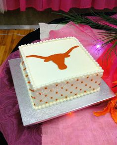 "Khoa's Texas cake. austinweddingcakelady says ""Nothing says Texas any better than this simple and elegant Longhorn cake. Perfect color on that burnt orange! Thanks for the great cake idea!"" austinweddingcakelady"