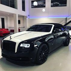 Rolls Royce Dawn Via: ferraghini_performance_cars - Auto Rolls Royce, Voiture Rolls Royce, Rolls Royce Dawn, Rolls Royce Wraith, Rolls Royce Black, Luxury Boat, Top Luxury Cars, Luxury Travel, Bmw Classic Cars