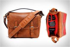 BOLSA DE CÂMERA - THE BERLIN II  ONA, fabricante artesanal de bolsas de câmera e acessórios, criou uma bolsa que comemora 100 anos de fotografia Leica. Veja mais detalhes no nosso site: http://www.filtromag.com.br/bolsa-de-camera-the-berlin-ii/