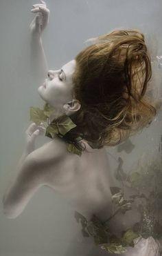 Official site of Mira Nedyalkova Fine Art Photography Underwater Model, Underwater Photos, Underwater Photography, Creative Photography, Art Photography, Photo Glamour, Water Shoot, Belleza Natural, Nymph
