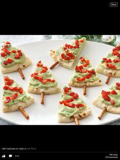 Healthy Christmas snack Pitta bread, guacamole and pimento. Healthy Christmas Treats, Holiday Snacks, Christmas Snacks, Xmas Food, Holiday Appetizers, Christmas Cooking, Appetizer Recipes, Holiday Recipes, Christmas Trees