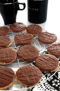 Biscuit Cookies, Biscuit Recipe, No Cook Desserts, Healthy Desserts, Granola Biscuit, Granola Maison Healthy, Gluten Free Granola, Cake Factory, Chocolate Biscuits