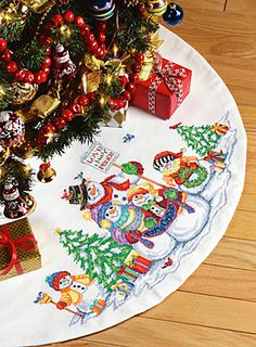Cross-stitch Christmas Kitties & Puppies Tree Skirt, part 1/11 ...
