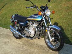 Kawasaki in Candy Tone Blue, 1975 Kawasaki 900, Kawasaki Motorcycles, Cool Motorcycles, Vintage Motorcycles, Kawasaki Classic, Motorbike Photos, Honda Cbx, Classic Japanese Cars, Retro Bike