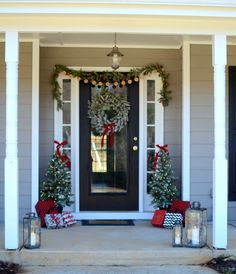 DIY Crafts Home Farmhouse Christmas Decor Ideas for your home this Holiday season. Love these DIY farmhouse Christmas decorating ideas! Farmhouse Christmas Decor, Modern Christmas, Rustic Christmas, Christmas Holidays, Farmhouse Decor, Christmas Island, Elegant Christmas, Christmas Vacation, Country Farmhouse