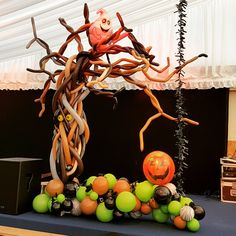Halloween Party Balloons. Created by Pink Tree Parties, Kirkham, Preston www.pinktreeparties.co.uk. Visit us for more ideas or call us on 01772 686360 Halloween Balloons, Halloween Party Themes, Halloween Movies, Disney Halloween, Halloween Decorations, Halloween Stuff, Balloon Tree, Balloon Crafts, The Balloon