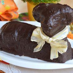 Vyzkoušejte recept na velmi jemného a vláčného tvarohového beránka s čokoládovou polevou, který krásně dozdobí velikonoční stůl. Easter Recipes, Food And Drink, Pudding, Pineapple, Noodle Salads, Biscuits, Custard Pudding, Puddings, Avocado Pudding