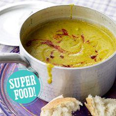 Voor deze smaakvolle soep combineer je zoete aardappel met broccoli. Mega gezond, low budget en hartstikke easy. Mocht je geen keukenmachine hebben, dan kun je de soep uiteraard ook in een (warmtebestendige) blender of met een staafmixer maken.   ...